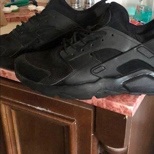 Mens size 10 black Nike huaraches